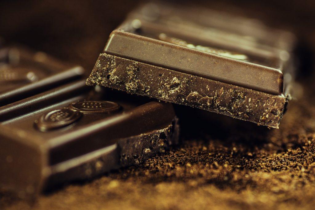 dark chocolate improves blood flow
