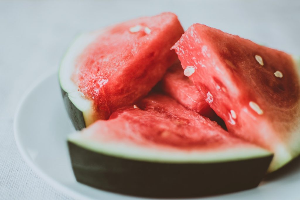 Watermelon and plum - Foods to lose weight